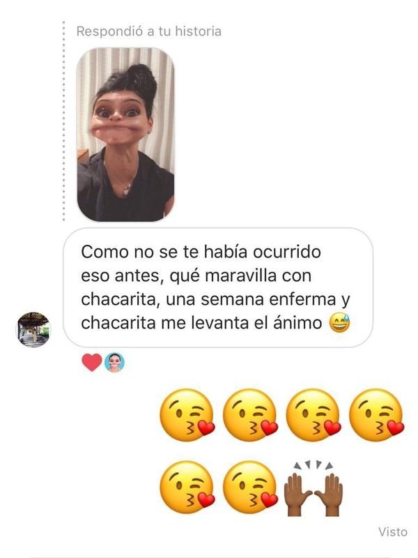 Nancy siempre trata de responder los mensajes que le mandan a Chacarita. Cortesía