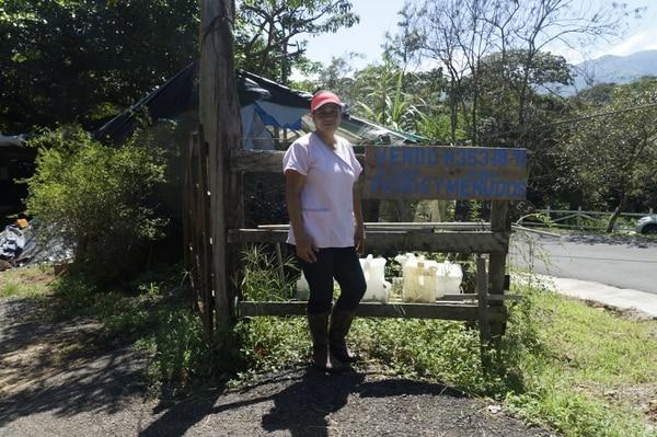 Azucena Miranda se dedica al engorde de pollos, en Puriscal, y le está yendo súper bien. David Castillo