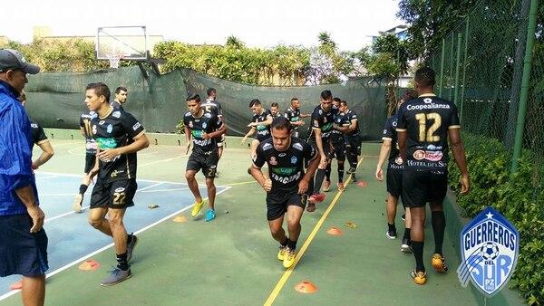 Los jugadores de Pérez Zeledón trabajaron durante noventa minutos, este sábado por la mañana, en el Hotel Irazú. Foto Facebook Pérez Zeledón.