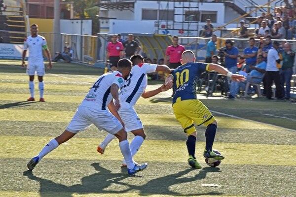 Arturo Campos puso a sufrir a la defensa brumosa. Foto prensa Guadalupe.