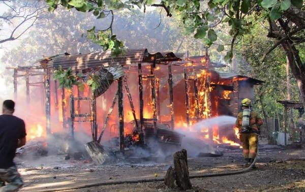 La casa era de madera por lo que el fuego avanzó muy rápido. Foto: Álvaro Duarte