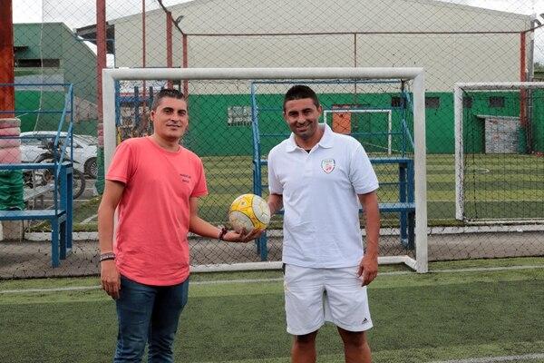 Carlos Castro y Carlos Hernández se pondrán los tacos para jugar en el evento de este viernes. Alonso Tenorio.