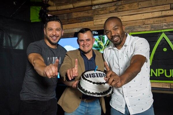 Andrey Campos , Alonso Solís y Atim Roper le han puesto mucho cariño a VIS10N. Foto: Eyleen Vargas.