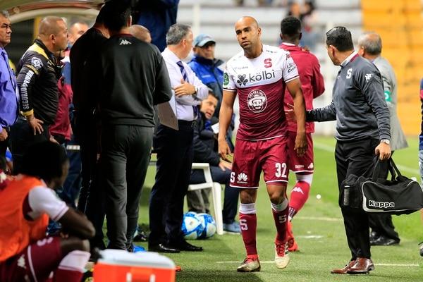 Un tirón sacó a Robinson con apenas un minuto de partido jugado. Foto:Rafael Pacheco