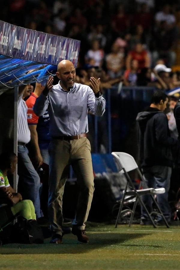 Luis Antonio Marín en su debut como técnico de primera ya logró meterse entre los cuatro clasificados. Foto Mayela López