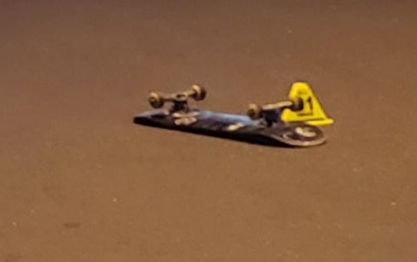 El atropello ocurrió en las cercanías del bar La Flecha, diagonal a Prestafull en San Rafael Abajo de Desamparados allí quedó la patineta. Foto: Cortesía para LT
