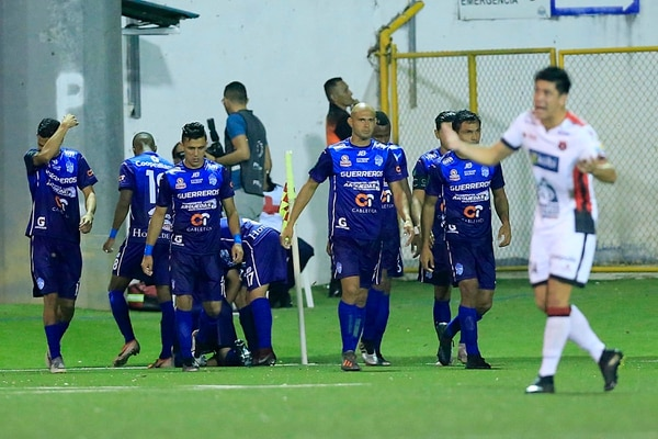 Contra la Liga el delantero pudo cumplir la promesa que le hizo a su mamá. Foto: Rafael Pacheco
