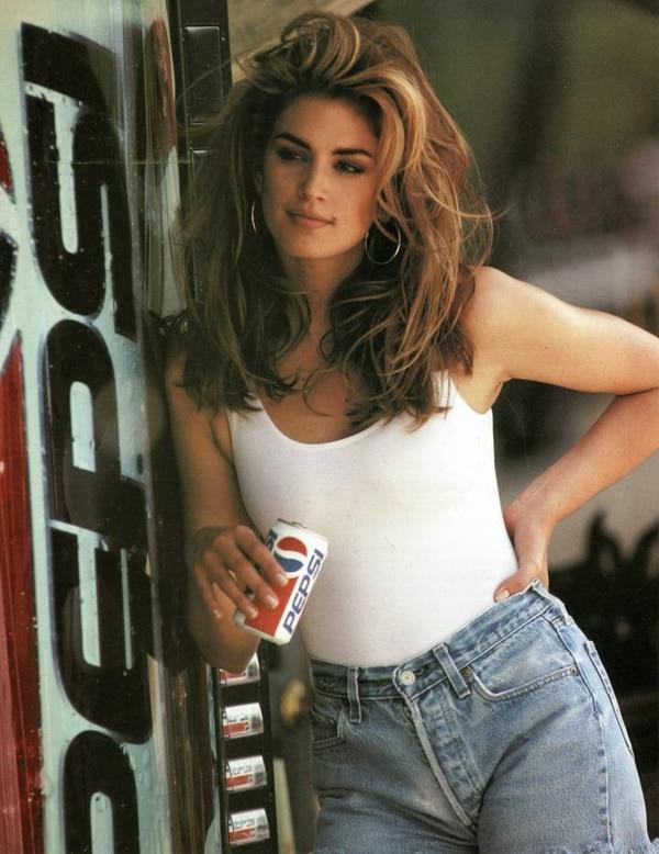 Cuando la modelo salió en este comercial de 1992 terminó de lanzar su exitosa carrera. AP