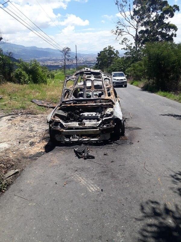 El carro y el cuerpo estaban a una distancia de 400 metros en Coris de Cartago. Foto: Cortesía para LT