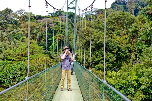 Los extranjeros disfrutan que en Costa Rica pueden disfrutar tanto de la montaña como de la playa. Foto: Cortesía ICT.
