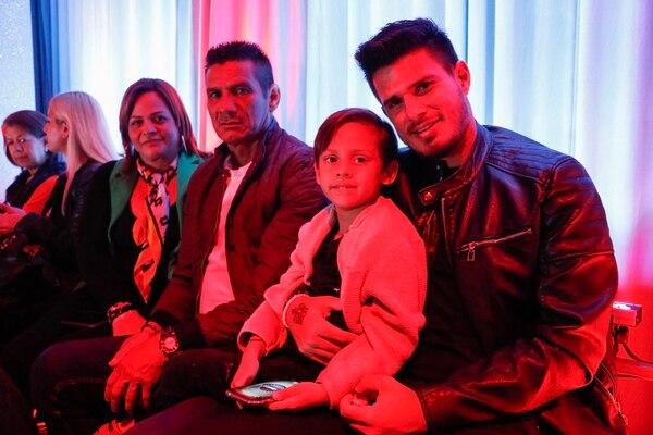 Los papás de Keyla, además de su esposo, Carlos Hernández, y el pequeño Thiago, acompañaron a la guapa presentadora. Fotografía: Lilliam Arce