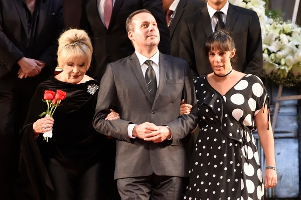 A pesar de todo, al fin la familia pudo ponerse de acuerdo para despedir a José José. (Photo by Alfredo ESTRELLA / AFP)