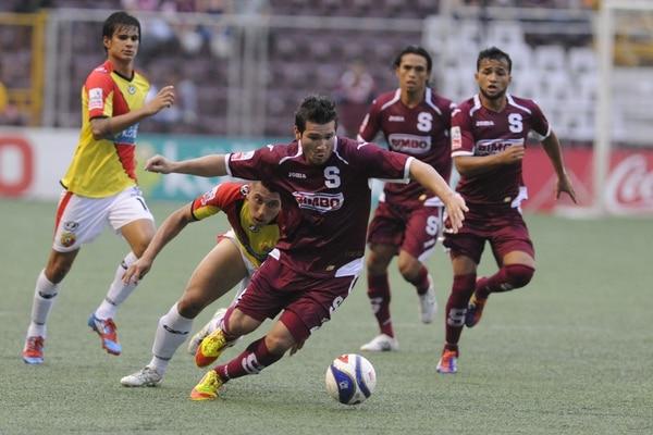 Carlos Hernández (atrás) vivió aquel campeonato del Team en el Verano del 2012 Foto: Eyleen Vargas.