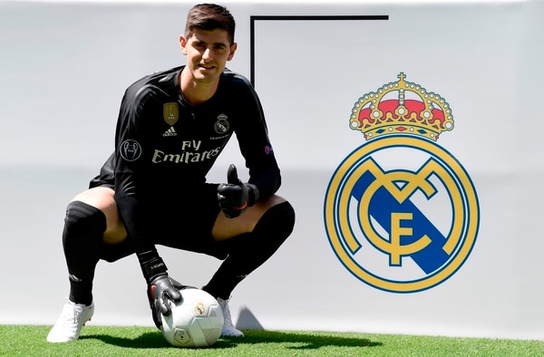 Thibaut Courtois firmó con el Real Madrid un contrato por 6 años. (Photo by JAVIER SORIANO / AFP)