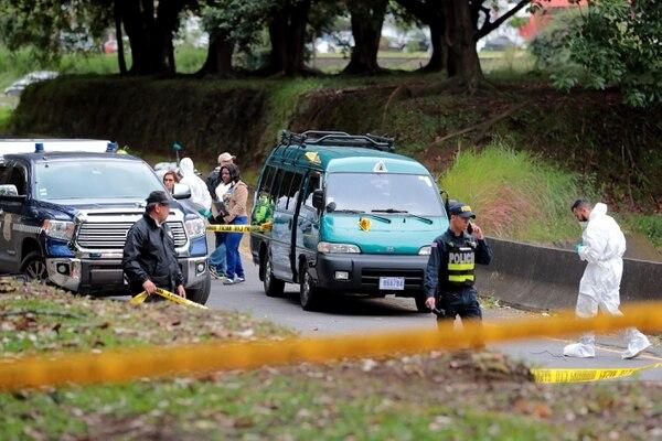 En esta micro iban los cuerpos que los delincuentes planeaban dejar botados. Foto Alonso Tenorio
