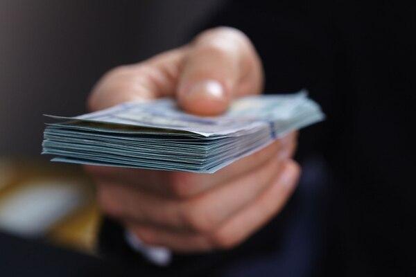 El ministro Chaves dijo que el impuesto era para los que tuvieran trabajo y que no se le aplicara la reducción de la jornada laboral. shutterstock.com.