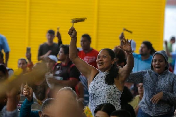 Reyna Rodríguez Espino disfrutó en el 2017 de la Gritería que se hizo en la empresa Transnica. Fotos: Mayela López