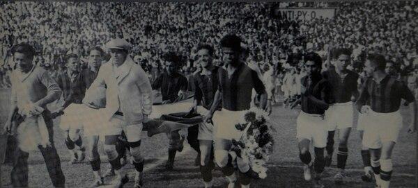 Fotografías como esta de la gira de la vuelta al mundo de la Liga en 1960 se incluyen en el museo virtual. Foto: Rafael Murillo