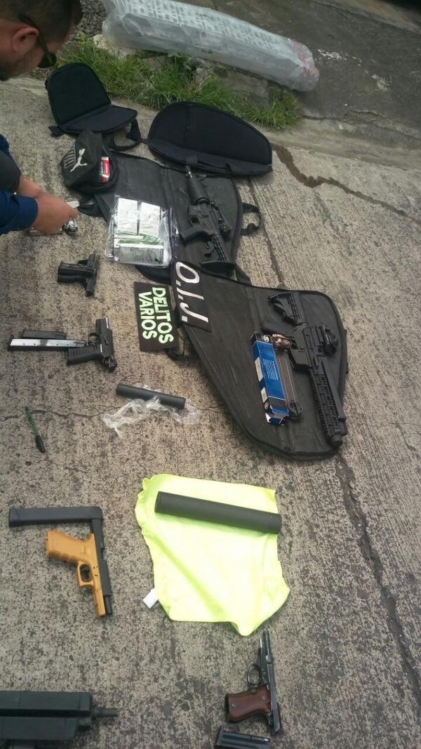 Arce llevaba consigo al menos 9 pistolas que aparentemente iba a vender en la frontera con Panamá. Foto OIJ