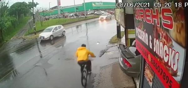 La cámara capta donde el ciclista va tranquilito.