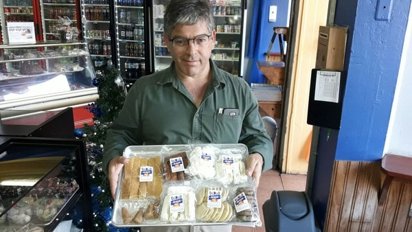 Don Manuel es la cuarta generación que continúa la tradición de lo que ellos consideran la mejor panadería de Cartago. Foto Keyna Calderón.