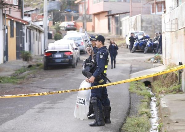 Las autoridades allanaron seis casas en el precario Alemanias Unidas en Purral, Goicoechea. Foto: Albert Marín.