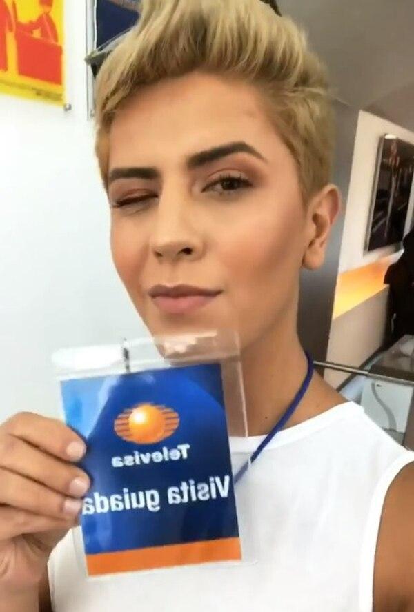 Alex anda con un grupo de amigos maquillistas en México. Instagram