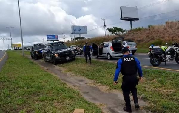 La Policía no indicó si la pareja participó en el bajonazo. Foto PM Escazú.