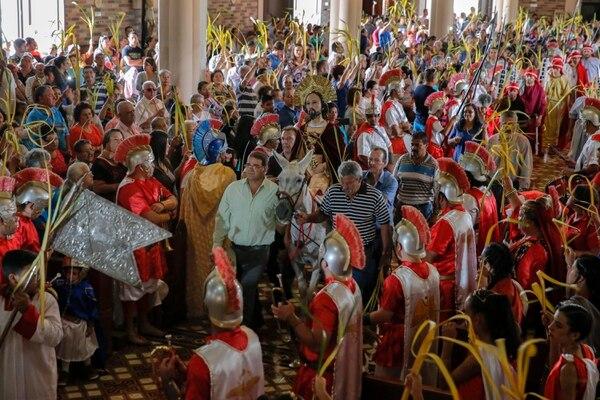 Este año, los fieles no podrán mover las palmas en las calles ni dentro de los templos. Mayela López.