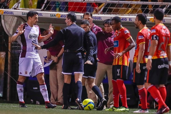 A Bejarano se le fue una jugada que para muchos era muy difícil de ver. Foto: José Cordero.