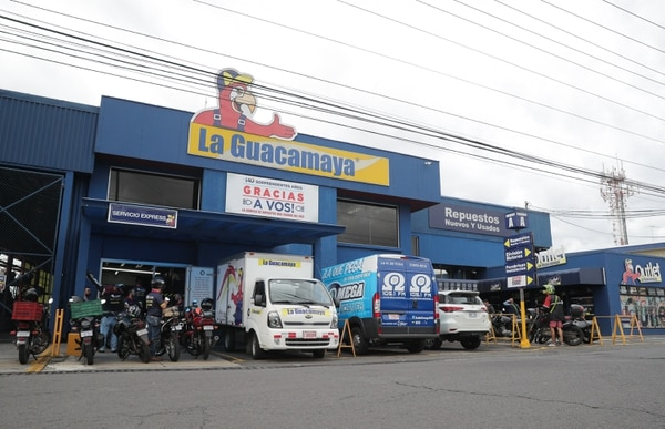 En La Guacamaya usted puede encontrar la mayor variedad en repuestos nuevos y usados. Foto Jeffrey Zamora