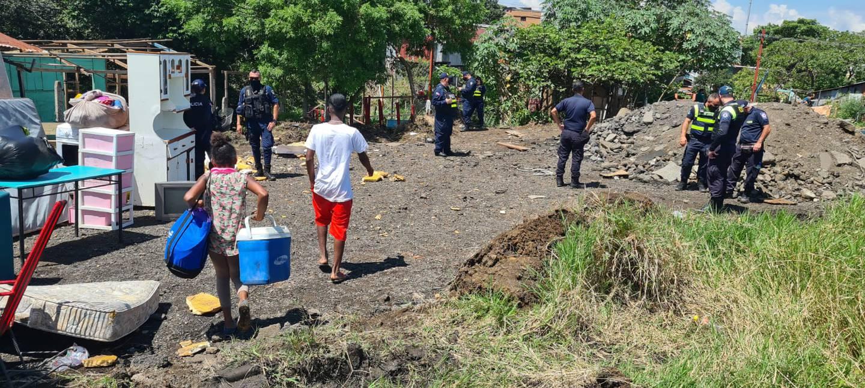 Desalojo de precario en Pavas. Foto Policía Municipal de San José.
