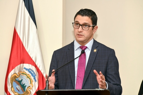 Para Gabriel, el ministro Daniel Salas es su héroe por la labor que hace de salvar vidas. Jorge Castillo
