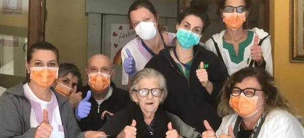 Alma Clara Corsini, abuela de 95 años, se recuperó del coronavirus y su caso emociona a todos. La abuelita, que fue la primera en recuperarse de la región italiana Emilia-Romaña. Foto: Facebook.