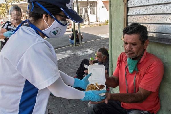 El gobierno nicaragüense da unos datos del covid, pero organizaciones de salud dice que las cifras son muchos mayores. (Photo by Ezequiel Becerra / AFP)