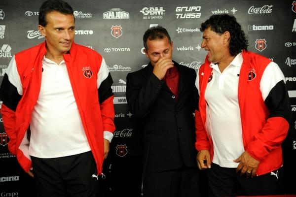 Miso, primero a la izquierda, es parte del cuerpo técnico rojinegro desde el pasado 21 de agosto. Rafael Murillo.