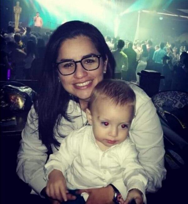 La saprissista es tía de Diego, un pequeño de 3 añitos que la tiene enamorada. Cortesía.