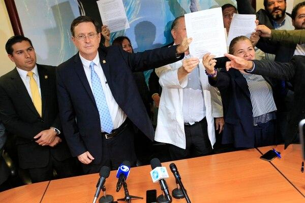 El acuerdo de la Caja con los sindicatos se puede caer. Foto: Rafael Pacheco.