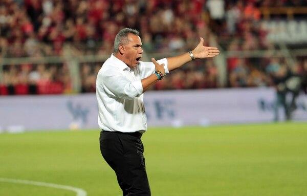 Todavía no se sabe desde cuál estadio dará instrucciones el técnico Hernán Torres el próximo sábado. Alonso Tenorio