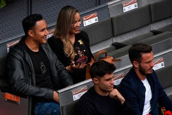 Navas y su esposa Andrea Salas vieron el miércoles pasado un partido de Rafael Nadal en el Abierto de Madrid. AFP