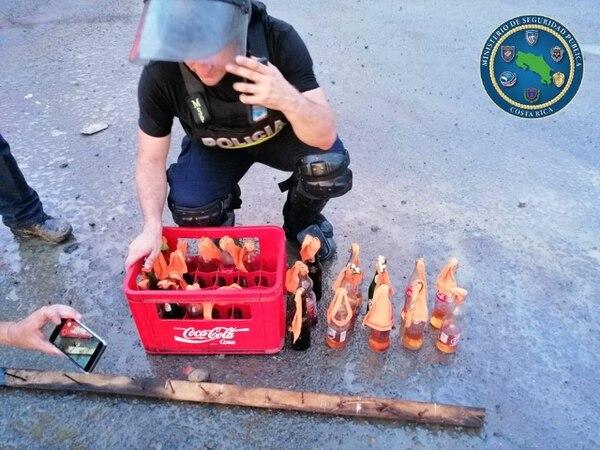 Miguelitos y cocteles molotov se encontraron en los bloqueos. Fotos MSP.