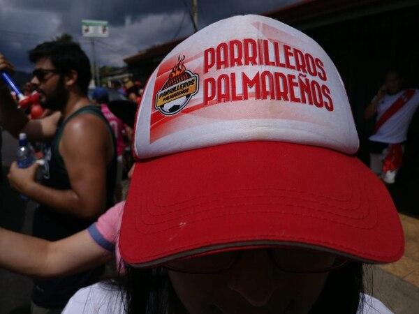 Los Parrilleros Palmareños son famosos y hasta gorras tienen. Sergio Alvarado