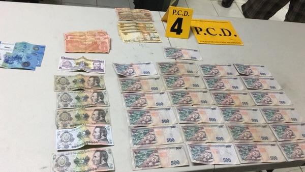 Al hombre se le decomisó plata en dólares, hondureña y nicaragüense. Foto: MSP