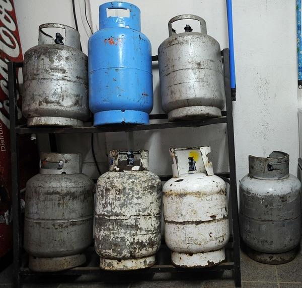 El mal estado de algunos cilindros pone en riesgo la seguridad de los usuarios. Foto: Mayela López