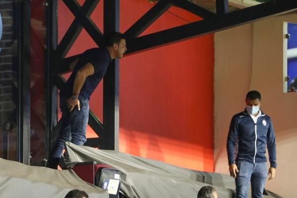 Luis Carlos Chacón, gerente norteño, se salió de sus casillas este miércoles en el partido contra Saprissa. Fotografía: José Cordero