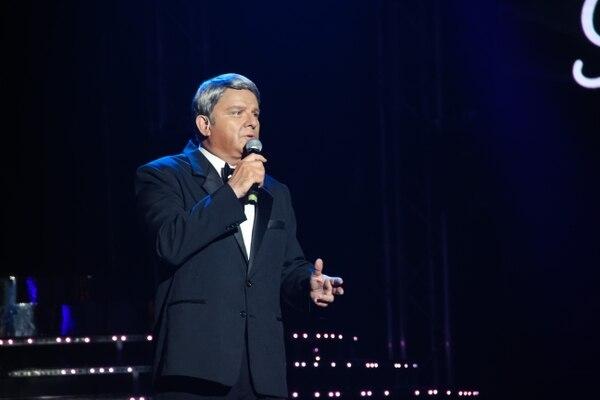 René Barboza se la jugó como Frank Sinatra cantando