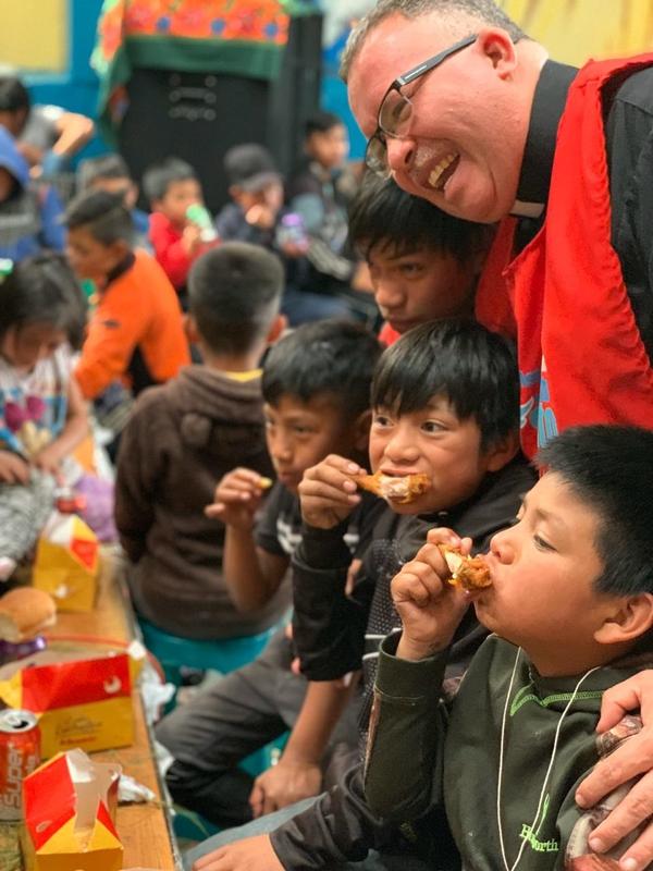 En la fiesta hubo comidita, pero también en Guatemala funcionan comedores todo el año. Cortesía.