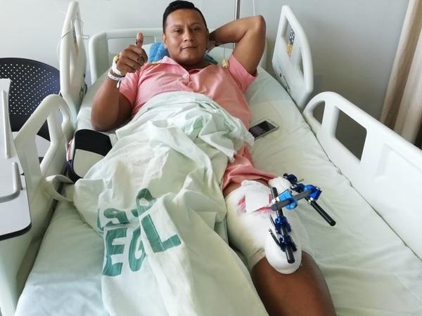 El oficial estuvo en riesgo de perder la pierna izquierda. Foto: Cortesía de Albán Obando.
