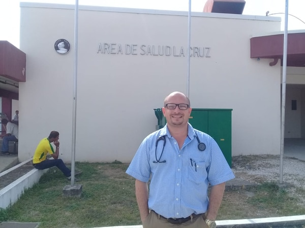 El doctor Rojas no se arruga nunca, siempre está al servicio de su comunidad. Cortesía.