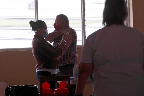 La vacunación en todo el país sigue avanzando para tratar de proteger a más personas de una reacción fuerte ante el virus. Foto: Rafael Pacheco